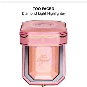 💎Too Faced Fancy Pink Diamond highlighter💎